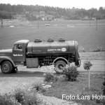 Lars pappa körde tankbil, här på Ringvägen, i fonden bakom järnvägen syns Sköndal, till höger Pinbacken